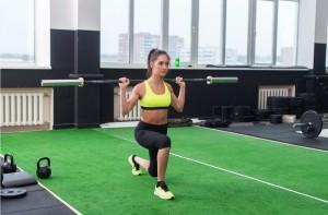 Femme pratiquant la musculation